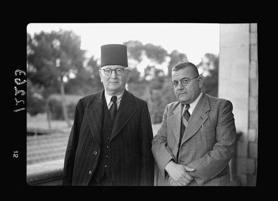 Muhammed Kurd Ali ile Ec'ac Efendi Nuveyhid, Filstin Radyosu günü, Kudüs 1941.jpg