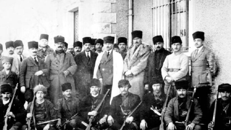 Çerkes Ethem ve Atatürk.jpg