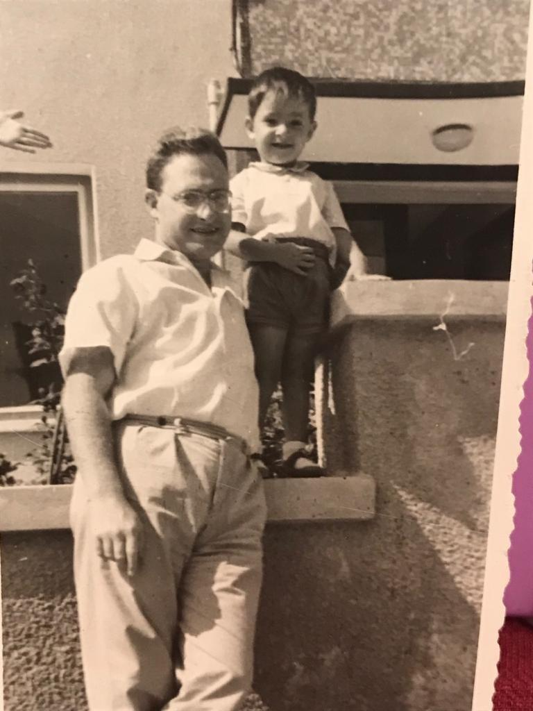 Moris Levi babası Jak Levi ile birlikte.jpg