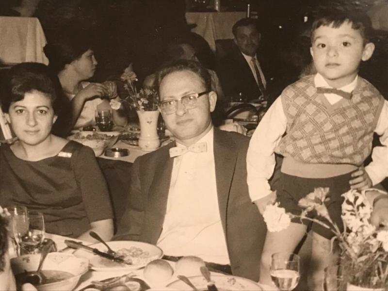 Moris Levi, babası Jak Levi ve annesi Suzan (Kampeas) Levi ile birlikte.jpg
