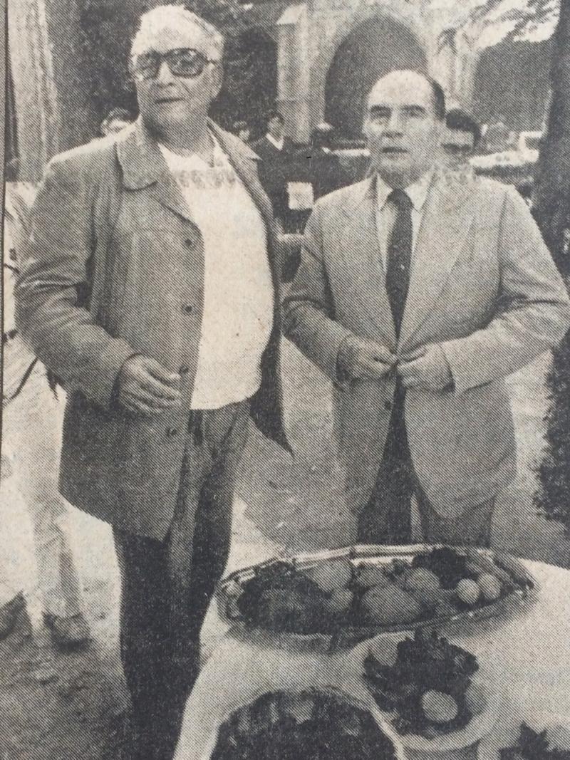 Yaşar Kemal ve Fransa Cumhurbaşkanı Mitterand.jpg