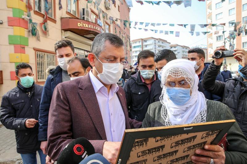 """CHP'li heyet """"Diyarbakır Anneleri""""ni ziyaret etti"""