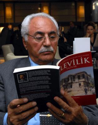 Mustafa Timisi ile Alevilik üzerine bir söyleşide, 14 Kasım 2008 tarihli Radikal gazetesi.jpg