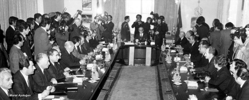 Dönemin Cumhurbaşkanı Cevdet Sunay, aralarında TBP Genel Başkanı Mustafa Timisi'nin de bulunduğu diğer parti liderleriyle toplantıda, 14 Mart 19.jpg