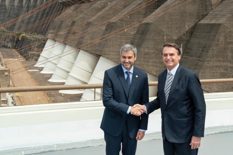 Paraguay Cumhurbaşkanı Mario Abdo Benítez ile Brezilya Cumhurbaşkanı Jair BolsonaroThe Brazilian Report.jpg