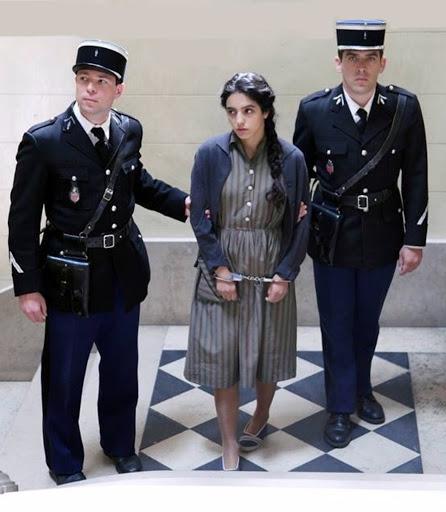 Cemile Bupaşa, mahkemeye tutuklu götürülüyor.jpg