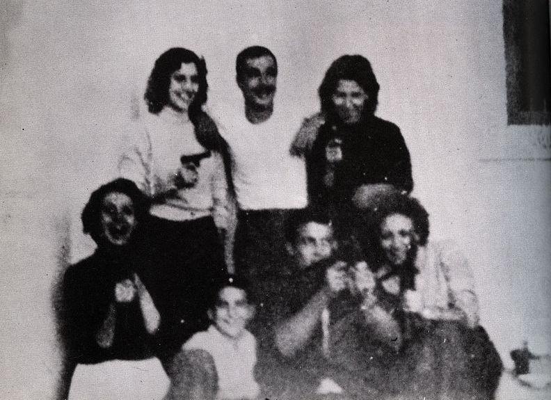 Cezayirli Bombacı Kadınlar toplu halde.jpg