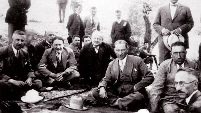 Reşit Galip ve Atatürk.jpg