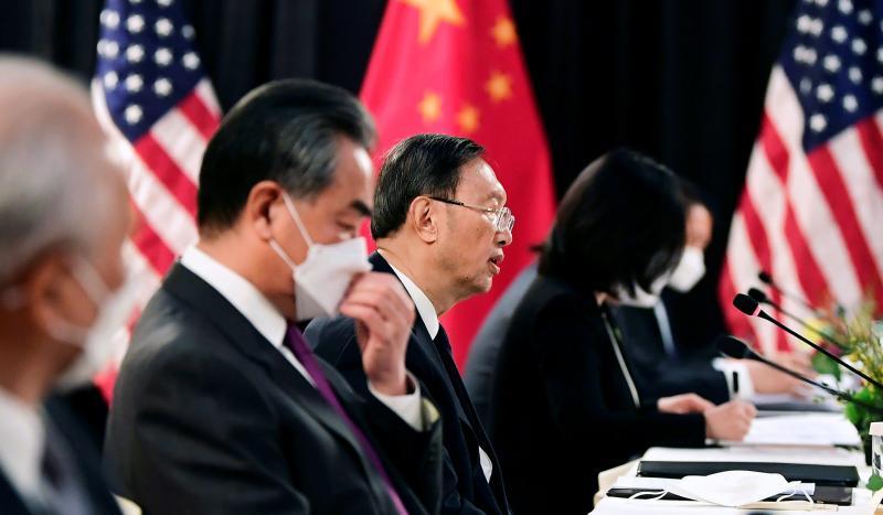 Çin Komünist Partisi üst düzey yetkilisi Yang Jiechi perşembe günü Alaska'daki görüşmelerde konuşma yaptı. AFP.jpg