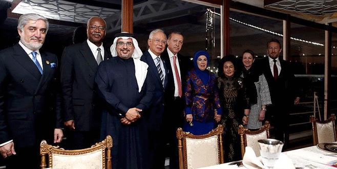 Erdoğan, İslam İşbirliği Teşkilatı (İİT) 13. İslam Zirvesi'ne katılan devlet ve hükümet başkanları onuruna Savarona yatında akşam yemeği verdi. 2016.jpg