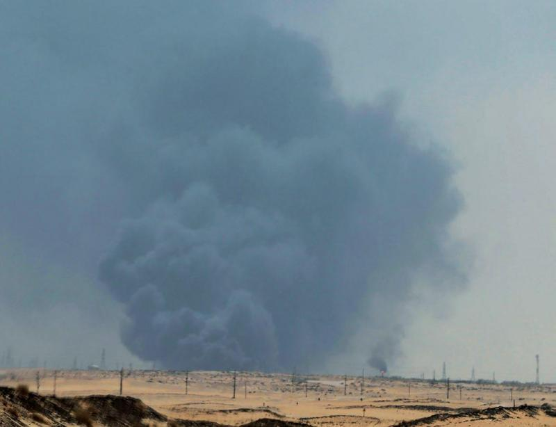 14 Eylül 2019, Suudi Arabistan'ın Abqaiq mıntıkasındaki petrol arıtma tesislerinde çıkan yangın. Fotoğraf, Stringer-Reuters..jpg