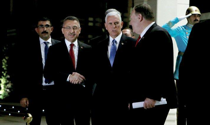 17 Ekim 2019, ABD Başkan Yardımcısı Mike Pence, Türkiyeli mevkidaşı Fuat Okya ile el sıkışıyor. Ardından ABD Dışişleri bakanı Mike Pompeo, sarayda Cumhurbaşkanı R. Tayyip Erdoğan ile buluşmaya gidecek..jpg