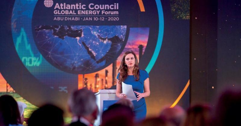 CNBC haber sunucusu, Atlantic Council'in düzenlediği Küresel Enerji Forumu'nda konuşuyor..jpg