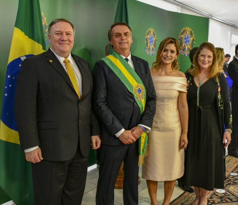 Pompoe Bolsonaro.jpg