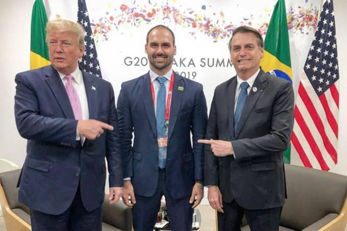 Eduardo, babası ve Başkan Donald Trump arasında  Instagram.jpg