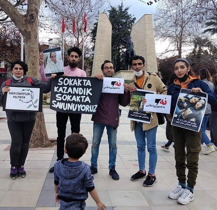 İstanbul Sözleşmesi eylemine katılan İranlı sığınmacılar gözaltına alındı