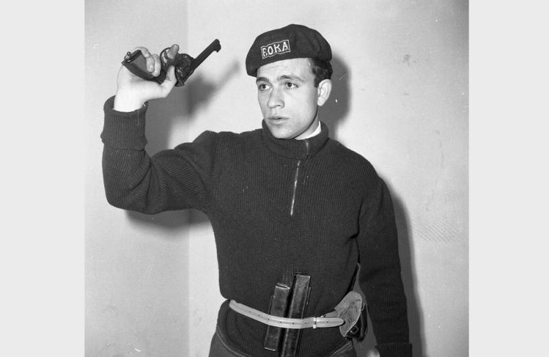 Askeri üniformalı Nikos Sampson Polignosi.jpg