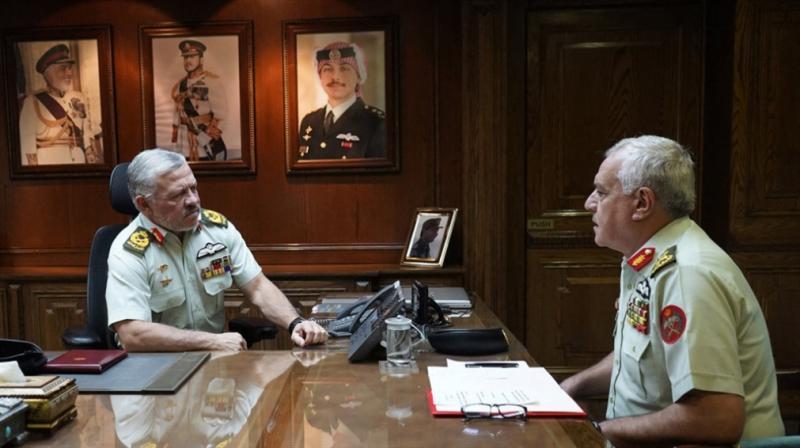 Kral II. Abdullah, çalışma ofisinde, darbe mi yoksa ön alma tedbiri mi.jpg