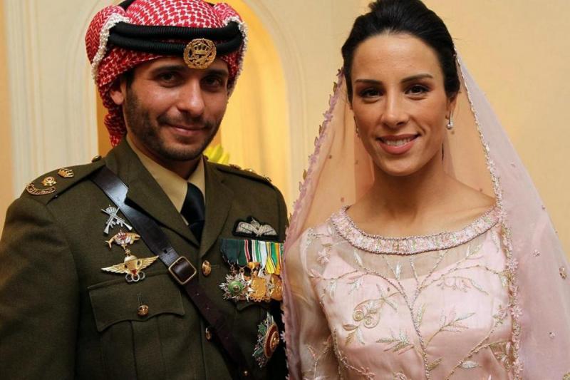 Prens Hamza ve ikinci eşi Besma, Amman Kraliyet sarayı, Ocak 2012-fotoğraf-AFP.jpg