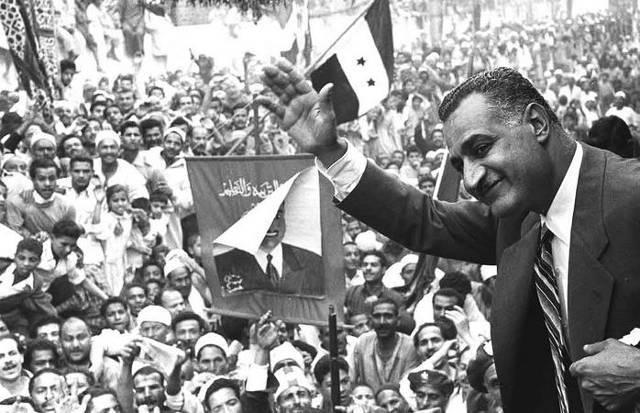 Bir Ihvan militanı, İskenderiye'de Mısır lideri C. Abbdulnasır'a ateş emiş ve fakat öldürememişti.  Yıl-1954 .jpg