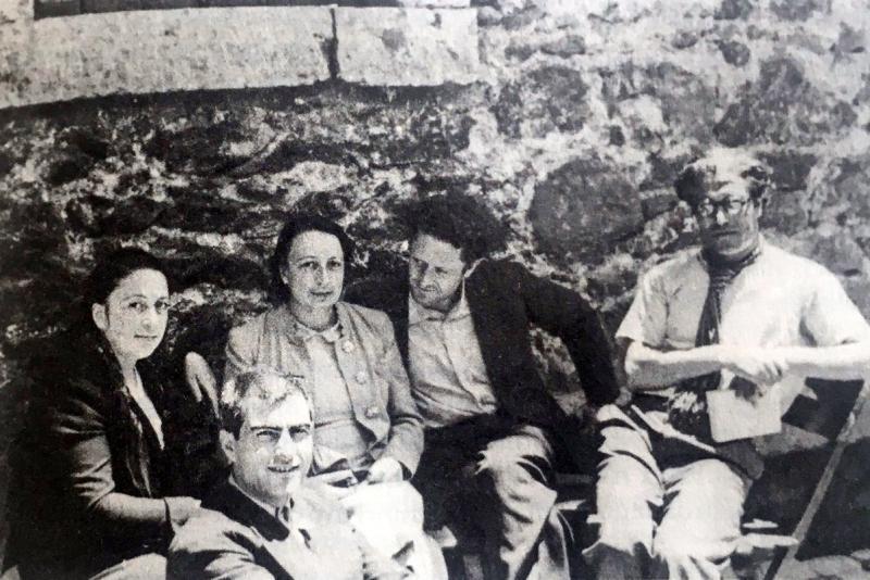 Soldan sağa Piraye, Kemal Tahir, Fehamet, Nâzım Hikmet, Hikmet Kıvılcımlı.jpg