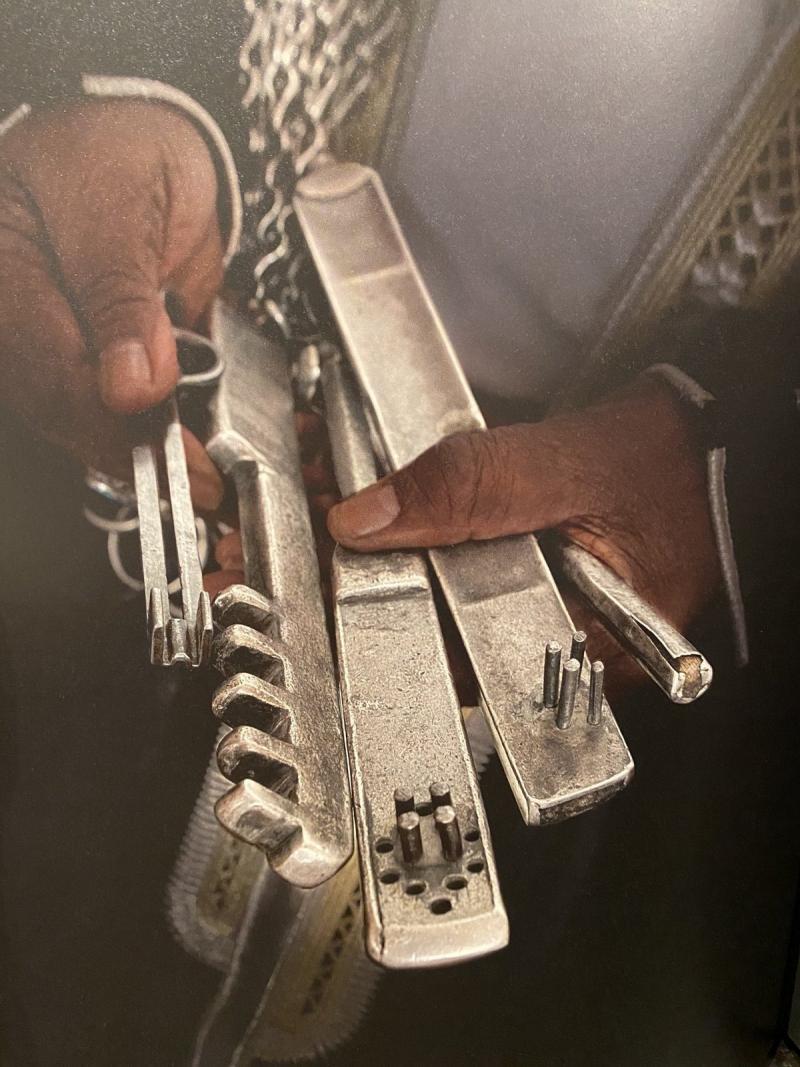 Medine'deki Peygamber Mescidi'nin farklı bölmelerinin anahtarları .jpg