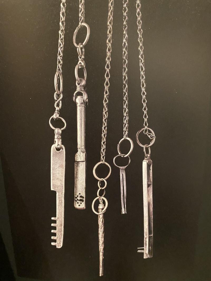 Peygamber Mescidi ve kabrinin anahtarlarını görüntülemek, dünyaca ünlü Suudi Adil El  Qureyşi başarmış.jpg