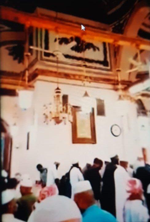 Peygamber Mescidi'nin asma katında Ağa locası, sol üst köşede.jpg