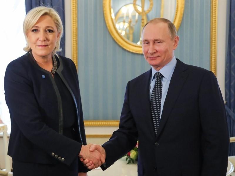 Putin ve Le Pen.jpg