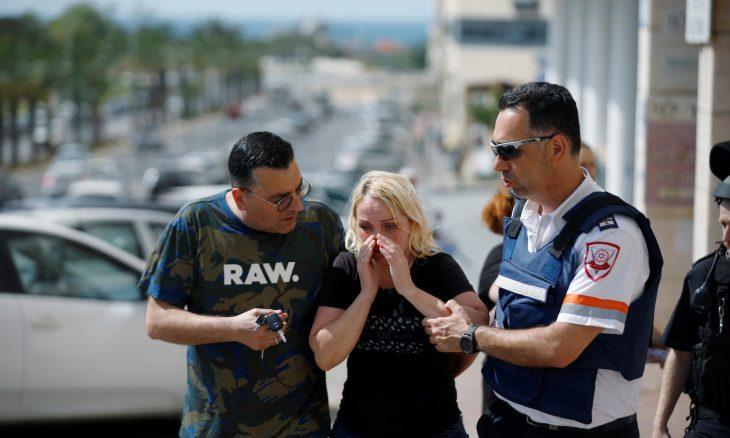 Gazze'den fırlatılan roketler nedeniyle İsrailliler sığınaklara koşuyorlar.jpg