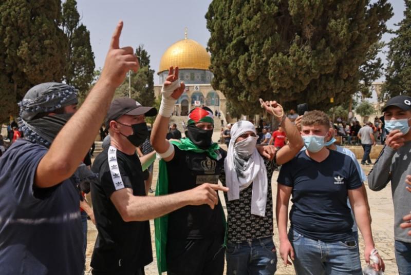 Mescid-i Aksa çevresinde Filistinli göstericiler-foto-AFP .jpg