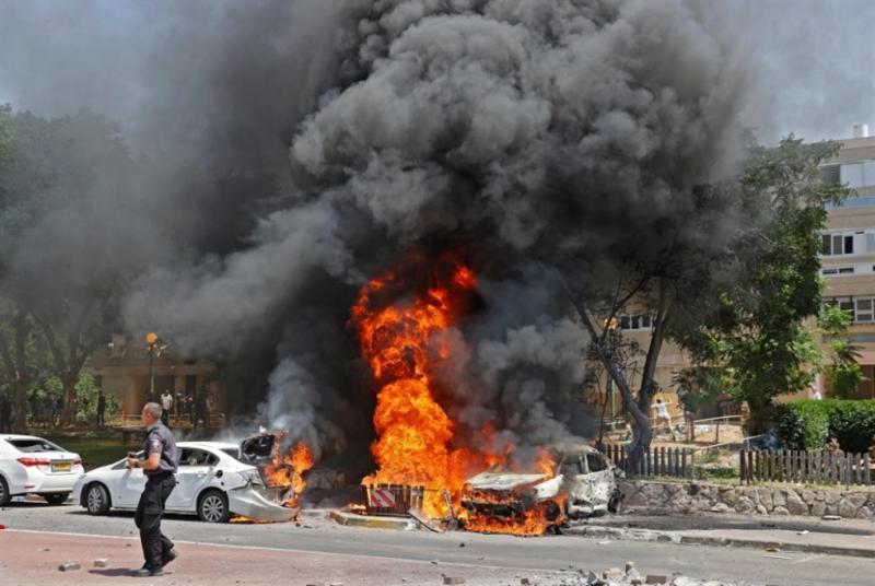 Protestoda yakılan arabalar-fotoğraf-AFP.jpg