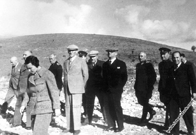 Atatürk yurt gezisi.jpg