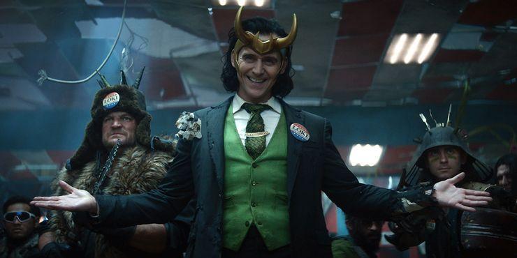 Loki-Tom-Hiddelston-show-helmet.jpg