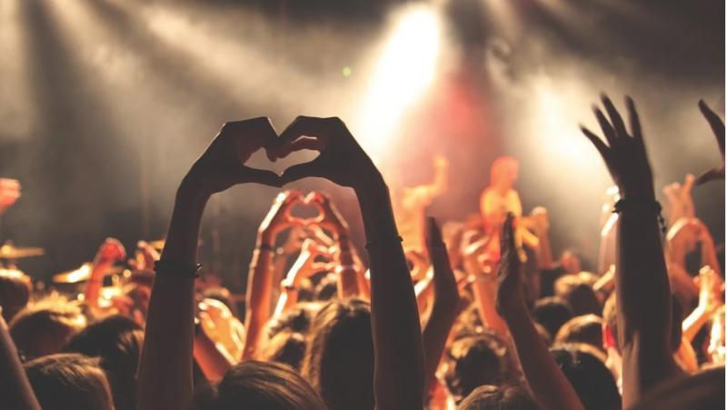 Konser kalabalık Pixabay.jpg