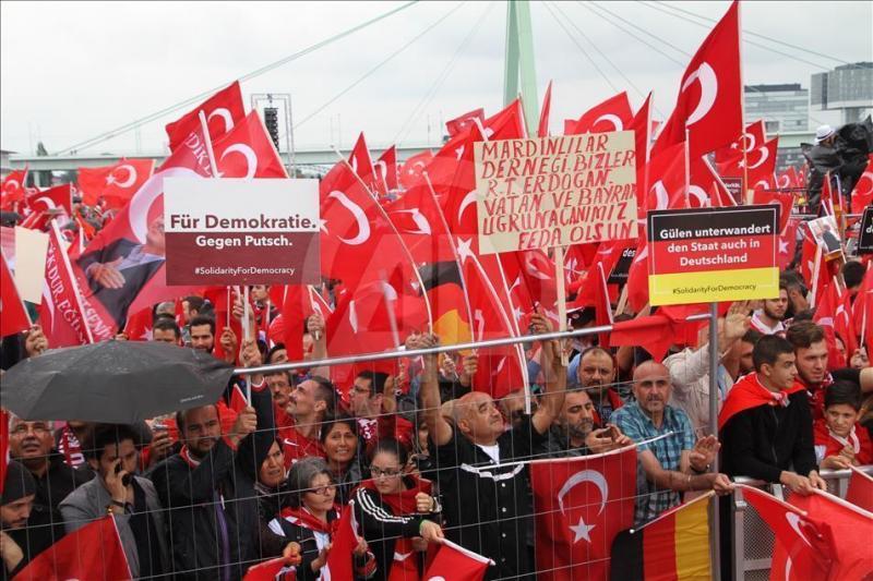 Avrupa'da darbe girişimine karşı AKP iktidarına destek mitingi- Fotoğraf-AA .jpg