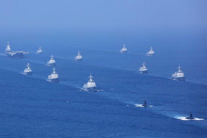 Çin Savaş filosu, uçak gemisi eşliğinde gövde gösterisi yapıyor-kaynak-Asian Military Review dergisi.jpg