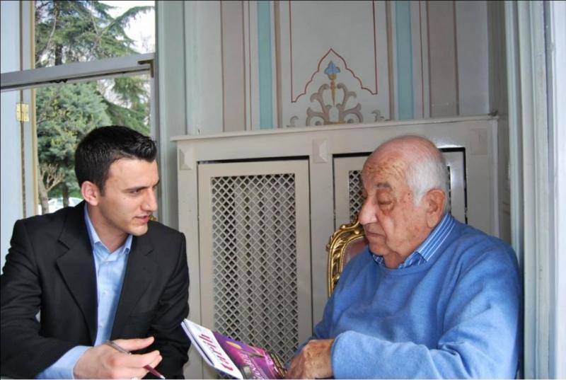 Lütfü Akdoğan, gazeteci İbrahim Akkurt ile söyleşiyor.jpg
