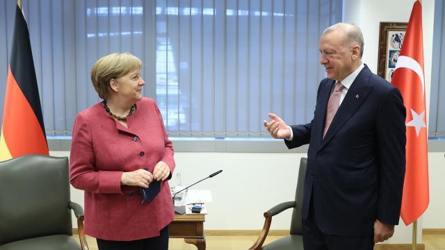 Merkel Erdoğan NATO AA.jpg