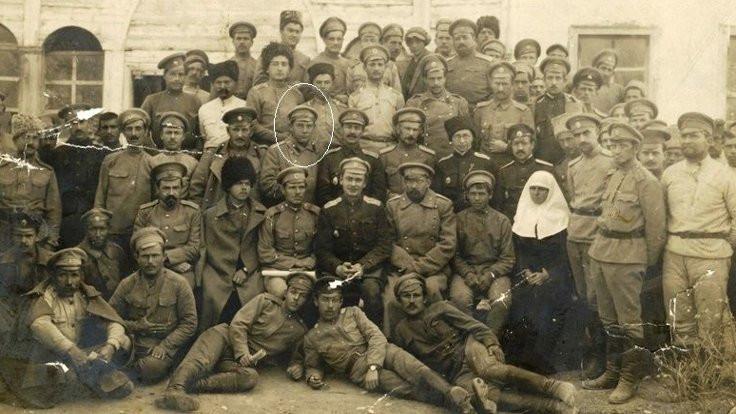 İlk Kürtçe roman yazarı ve pedagogu Erebê Şemo, Sovyet Kızıl Ordusu saflarında.jpg