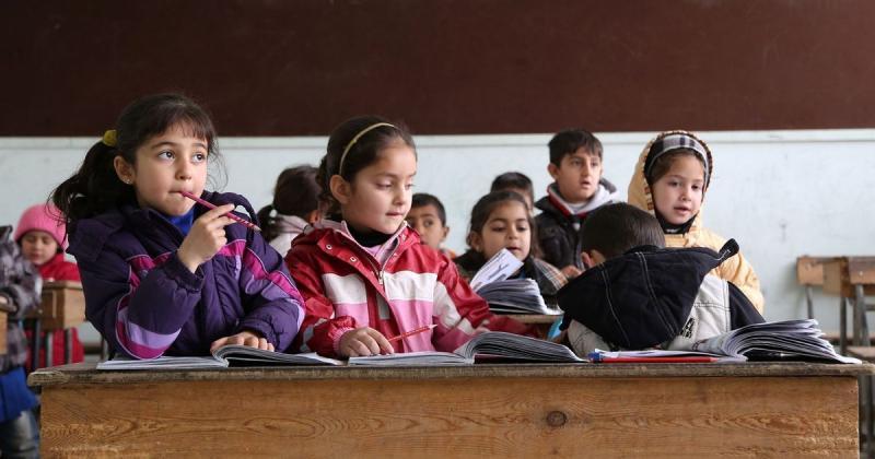 Kürtçe eğitimden geçen ilkokul öğrencileri-Ermenistan, fotograf Delil Souleiman.jpg