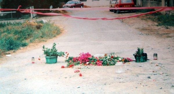 Kutlu Adalı'nın katledildiği nokta. Fotoğraf, cinayetin ertesi sabahı (7 Temmuz 1996) çekildi. Kaynak Yeni Düzen.jpg