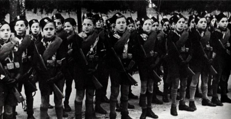 Mussolini'nin kara gömlekli gençlik birimi. İngiliz işgalcilere direnen Arap milliyetçilerin ilham kaynağıydı.jpg