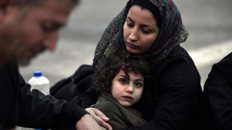 Suriye kadını, tehcir ile tecavüz mengenesi arasında tercihe zorlanıyor.jpg