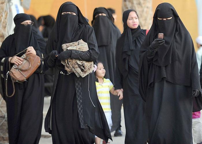 Tunuslu bazı kadınlar.jpg