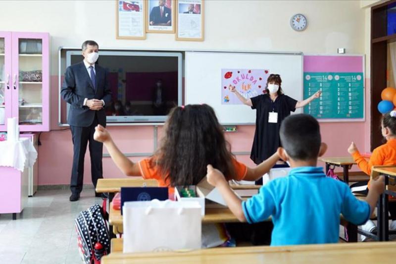 Yüz yüze eğitim okul sınıf öğrenci AA.jpg