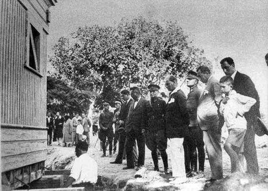 Köşkün taşınması ve Atatürk.jpg