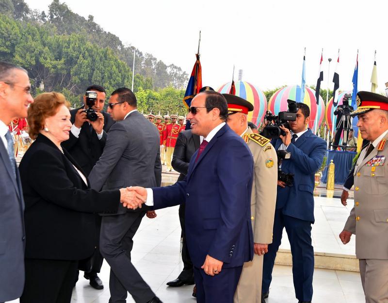 Abdulfettah Sisi ve Enver Sedat'ın dul eşi Cihan Hanım- Kaynak, youm7.com .jpg