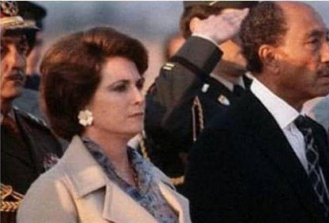 First Lady Cihan Hanım ile başkan Enver Sedat-yaşamında askeri törenler eksik olmadı, cenazesi de ilk kez askeri merasimle kaldırıldı-kaynak_ Al.jpg
