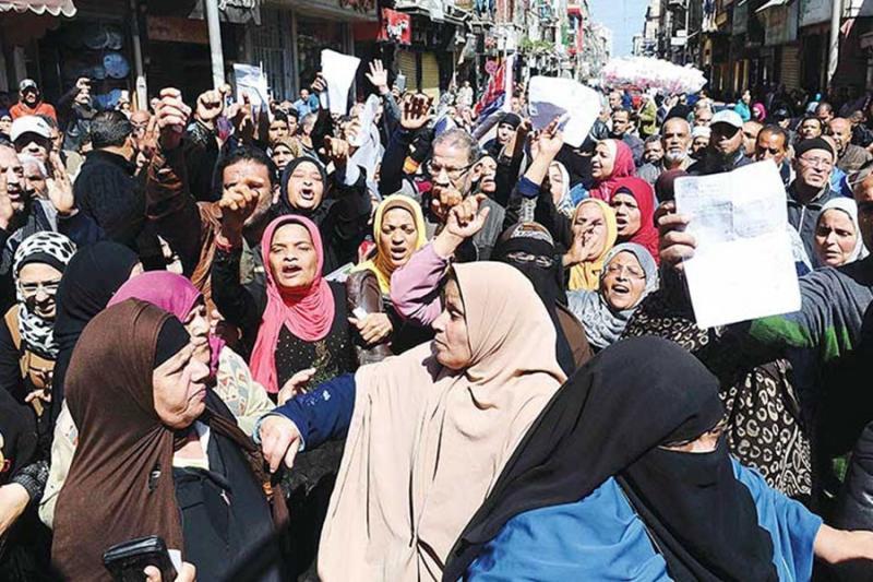 Mısır'da açlık ve ekmek isyanları olurken Saray çevresi ve Cihan Sedat olaya duyarsızdılar. Kanla bastırıldılar bu isyanlar.jpg